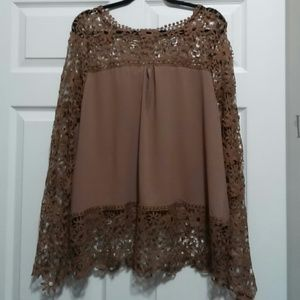 Tops - NWOT👚LACEY TOP